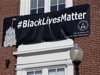 Police rally as mayor says banner stays