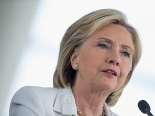 Clinton to face written questions about emails
