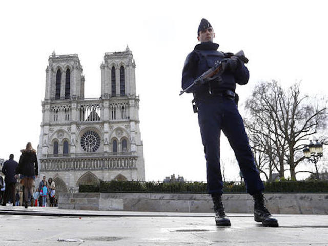Two held over Notre Dame bomb alert were on watchlist