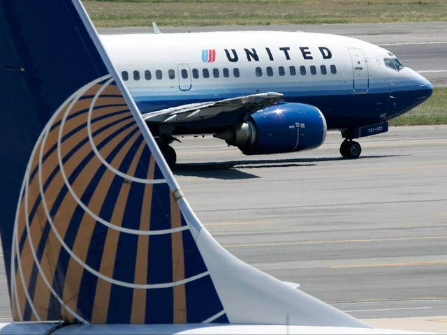 United to pay compensation to plane passengers after dragging in
