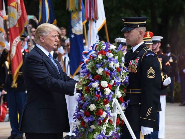 On Memorial Day, Trump honors Gold Star families at Arlington Cemetery