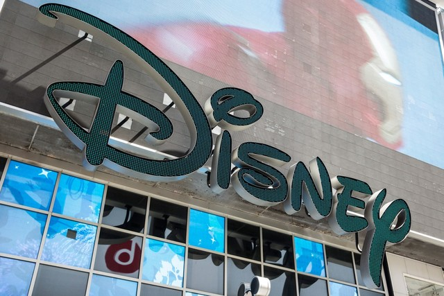 Disney giving $1000 bonuses to 125000 employees