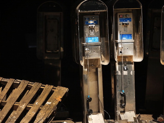 100000 pay phones STILL operating in USA