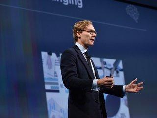 Cambridge Analytica suspends CEO