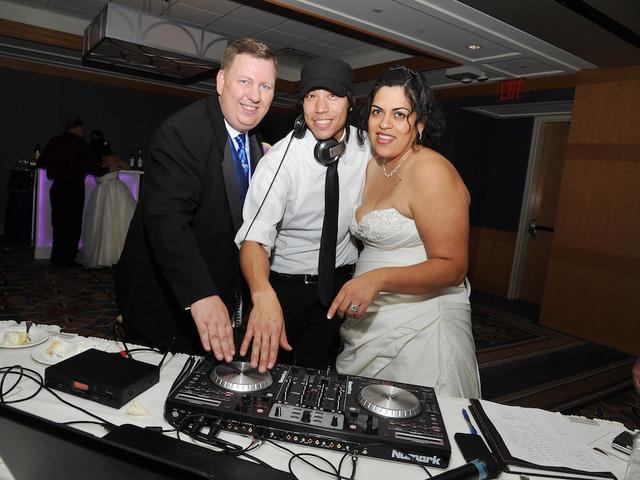 To save money on wedding music scratch the dj and diy financial to save money on wedding music scratch the dj and diy solutioingenieria Choice Image