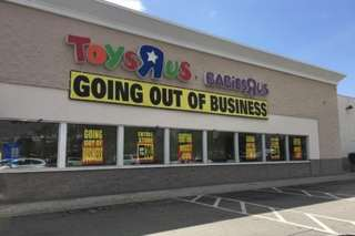Toys 'R' Us workers protest no severance pay